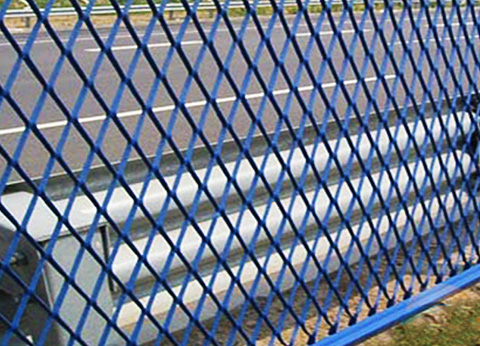 What are the advantages of expanded mesh metal?